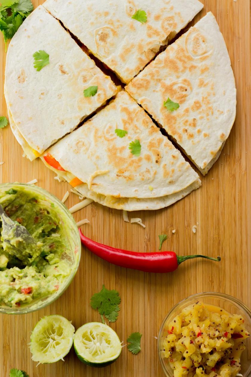Quesadilla_ananas_salsa_guacamole_1
